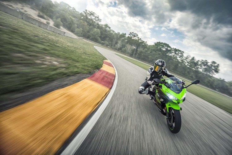 Kawasaki-Ninja-400_Movimento_19_baixa-750x500